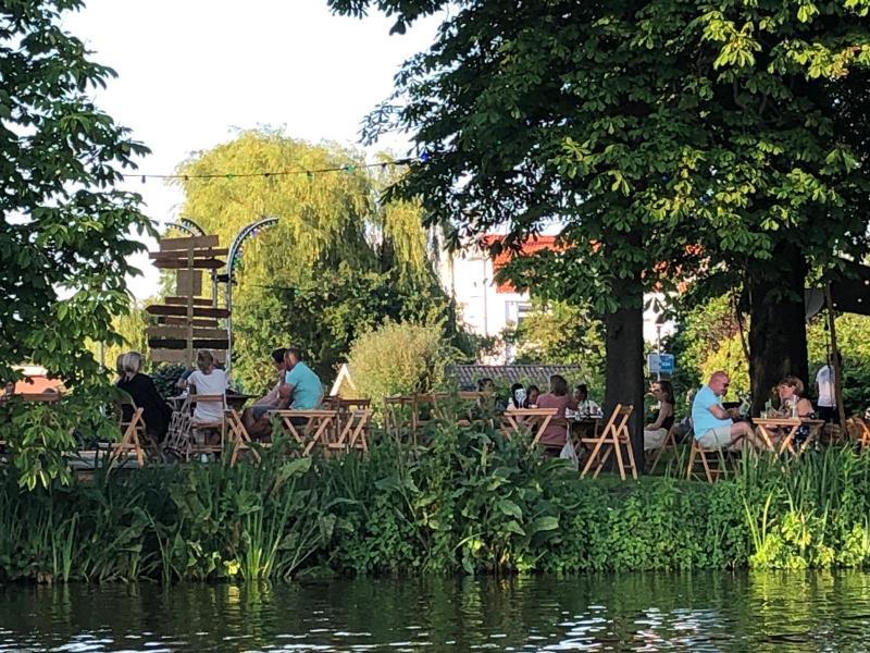 Deze maand BBQ-en  bij Lommerrijk op het terras aan de Bergse Plas